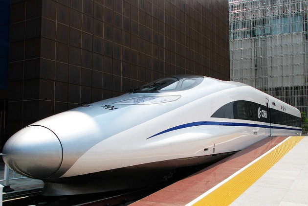 Chinese bullet train sets 300-mph speed record